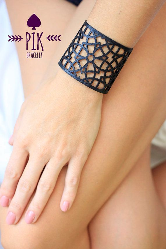 HOT PRICE Leather Bracelet cuff Leather Cuff Ladies por PikBracelet