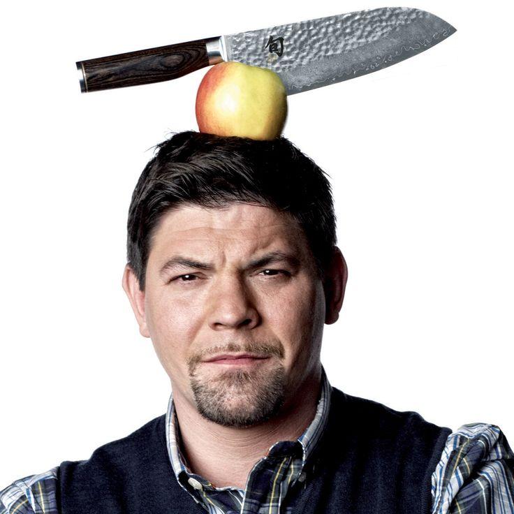 """SHUN PREMIER TIM MÄLZER - Getreu Tim Mälzers Prämisse: """"Ein gutes Messer erleichtert nicht nur die Arbeit, sondern hilft auch beim Gelingen"""" wurde jedes der sorgfältig hergestellten Damastmesser von den japanischen Schmiedekünstlern aus Seki City minuziös auf seinen jeweiligen Anwendungsbereich abgestimmt."""