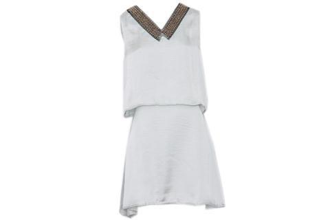 Elegidos de Navidad  Vestido de satén blanco con detalle en el cuello (47 Street, $999)