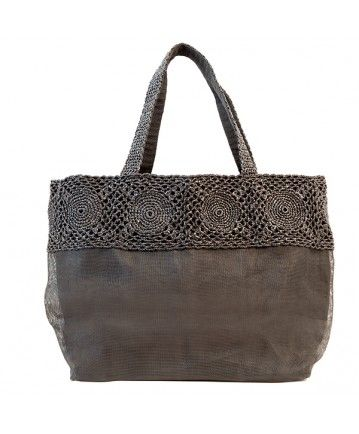RAVE #bag (pic 6) | Realized with #recycled #plastic and a black layer of #retrieved #net. #Casual and #elegant. L34xH36xW19cm