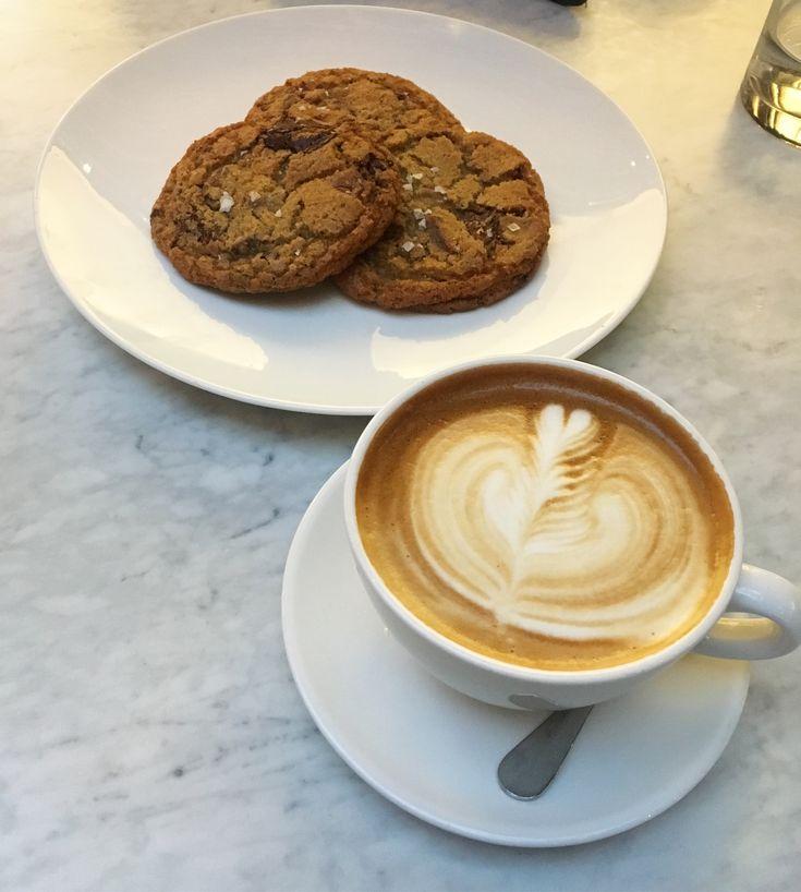 Dressed to the Nineties  #dressedtothenineties #DTTN #Torontoblogger #restorationhardwear #cookies #latte  http://dressedtothenineties.com