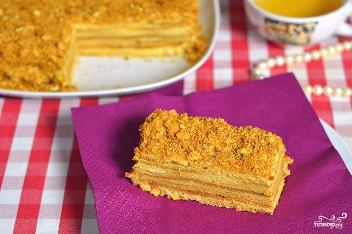 Простой рецепт приготовления праздничного и всеми любимого торта Наполеон. Такой торт украсит любой праздничный стол, порадует и детей, и взрослых. А уж сладкоежек Наполеон и вовсе приводит в восторг!