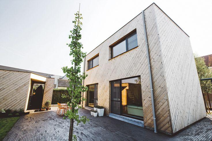 Een jonge architecte startte vol enthousiasme en idealen aan dit project, haar eigen woning. Een economisch verantwoord, comfortabel en passief huis stelden zij en haar man voorop.