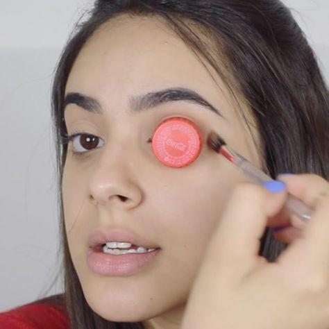 Schminke Deine Augen mit einem Deckel größer   erdbeerlounge.de