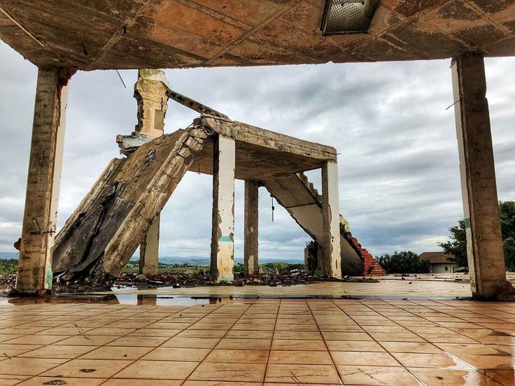 Pictures of the dilapidated in the dilapidated space. #decay #building #architecture #framed #ballito #hdr
