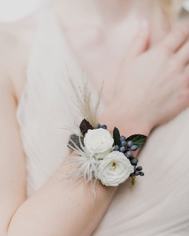 Instagram 上的 Sue Mcleary No Wire Elastic Or Ribbon The Floral Bracelet Corsage Simplified Created For The Bride Flowers Wedding Cuff Wedding Flowers