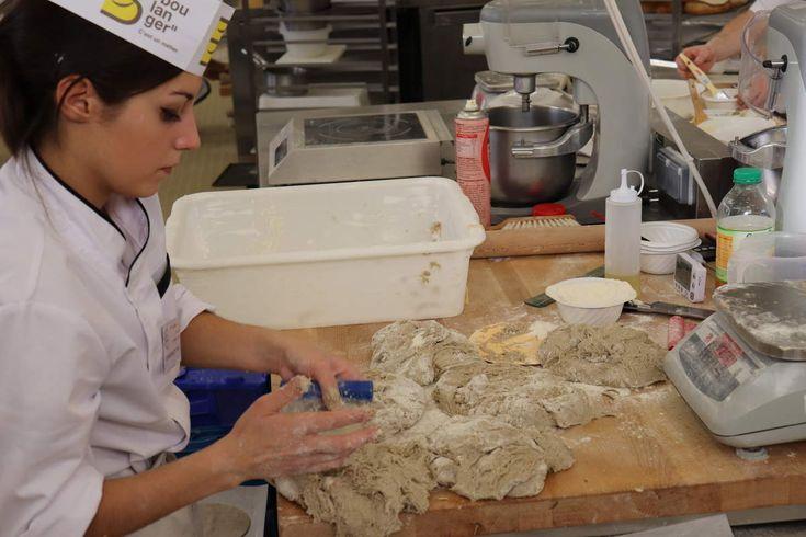 Classée parmi les meilleurs apprentis boulangers de France, Axelle Diaz entend poursuivre ses formations dans les métiers de bouche. .
