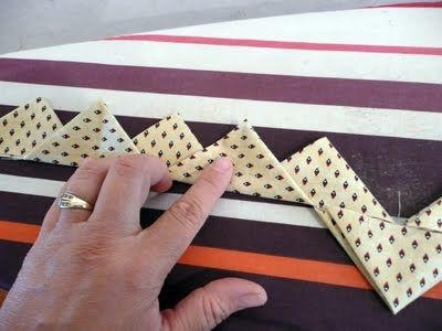 Prairie points with one continuous strip of fabric. Great tutorial on how this is done. From Pieces of Rana's Life.