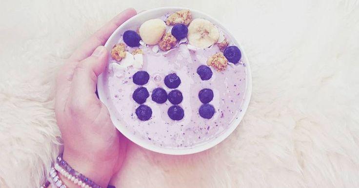 Bosbessen-Muffin Smoothie Bowl  - A bite of cravings - gezonde recepten, inspiratie en lifestyle - koken, bakken en andere creaties - leuke weetjes voor in de keuken - foodblog -