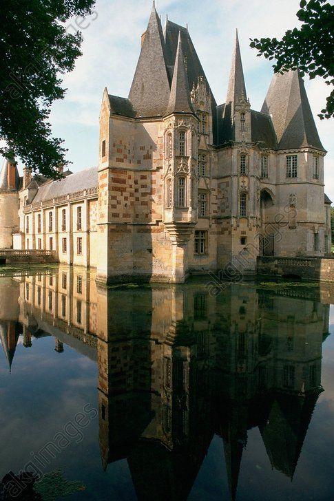 Château d'Ô à, Mortrée (Orne), construit sur les fondations d'un château médiéval à la fin du XVe et au début du XVIe siècle. Exterior view.