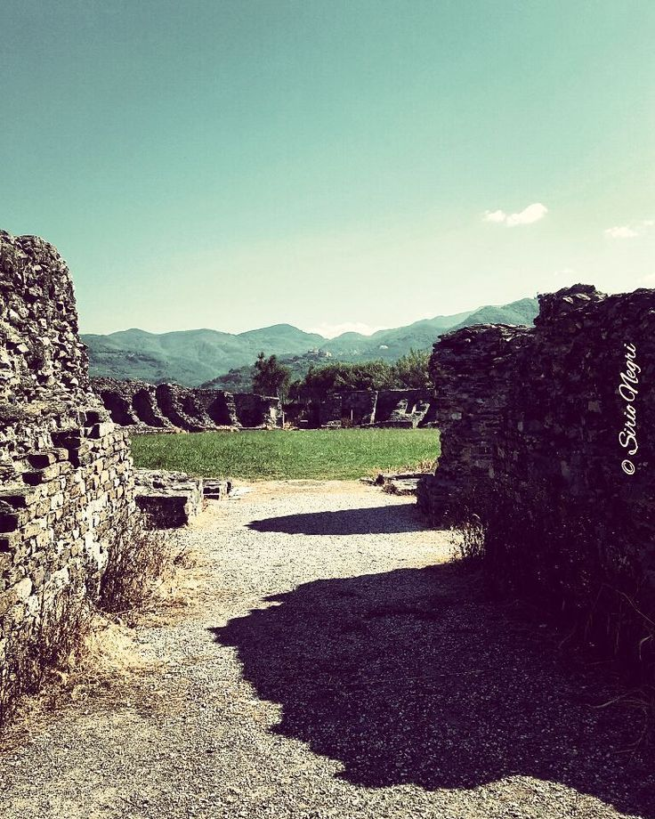 Tornando indietro nel tempo. Anfiteatro Romano di Luni