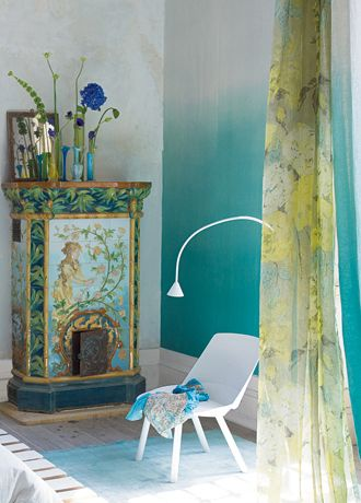 The gradient wall is wallpaper! // Saraille wallpaper from Designers Guild