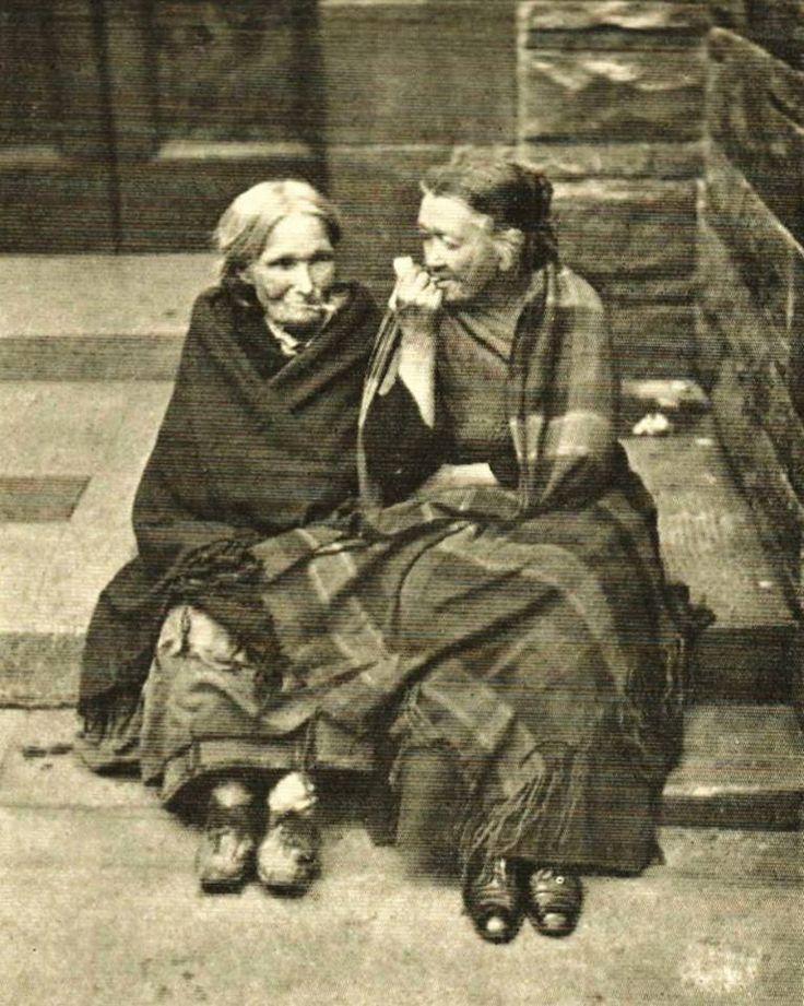 Two old ladies in the Vennel, Grassmarket., Edinburgh c1890