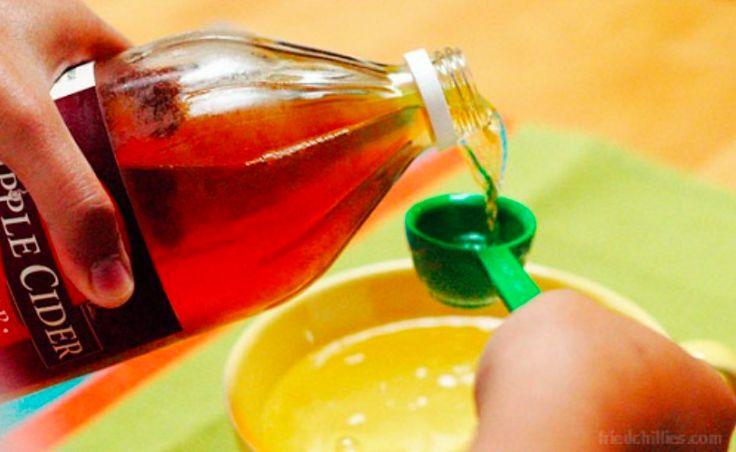 8 astuces de grand-mère avec le vinaigre de cidre noté 5 - 3 votes Nombreuses sont les personnes qui vantent les bienfaits du vinaigre de cidre sur la santé. Pour soulager symptômes ou booster naturellement votre organisme, testez ces astuces ! Les astuces à connaitre: 1/ Dès votre réveil buvez un verre d'eau additionné d'une...