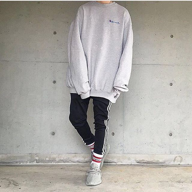 07f7284ac3453  SimpleFits  edko   ▫ Vetements x  Champion  Sweatshirt ▫ Adidas  Pants  ▫ Adidas x  Yeezy  Sneakers