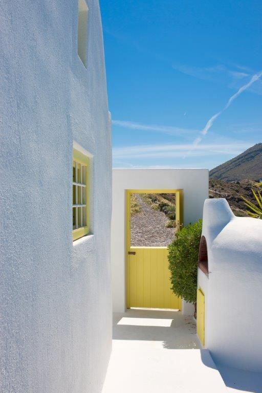 The Architect's House Villa is a 3-bedroom, 2-bath cliff side paradise with a #swimming pool and an outdoor #Jacuzzi, located directly on the #Santorini #caldera. Discover it here: http://www.tresorhotels.com/en/hotels/52/the-architect-rsquo-s-house