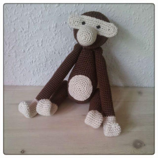 Jeg har efterhånden hæklet et par stykker af wannabe Kay Bojesen aberne efter Lærkes opskrift . Aben er super sød, men jeg har undervejs si...