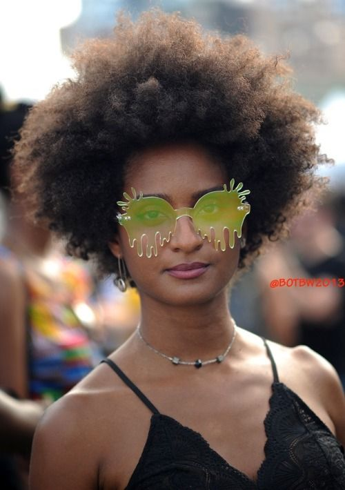 Afropunk 2017  Photographer: Damion Reid || AFro hair. natural hair. kinky hair. fluffy hair. frizzy hair. AFro punk. afro. Afro punk 2017. Afropunk music festival. Afropunk. Afropunk street style,  Afropunk hairstyles. AFropunk street fashion.