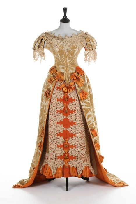 A rare Charles Frederick Worth historically-inspired voided velvet ball gown, 1885-8. - See more at: http://kerrytaylorauctions.com/one-item/?id=33&sub=%20&auctionid=424#sthash.OSwCRlG5.dpuf