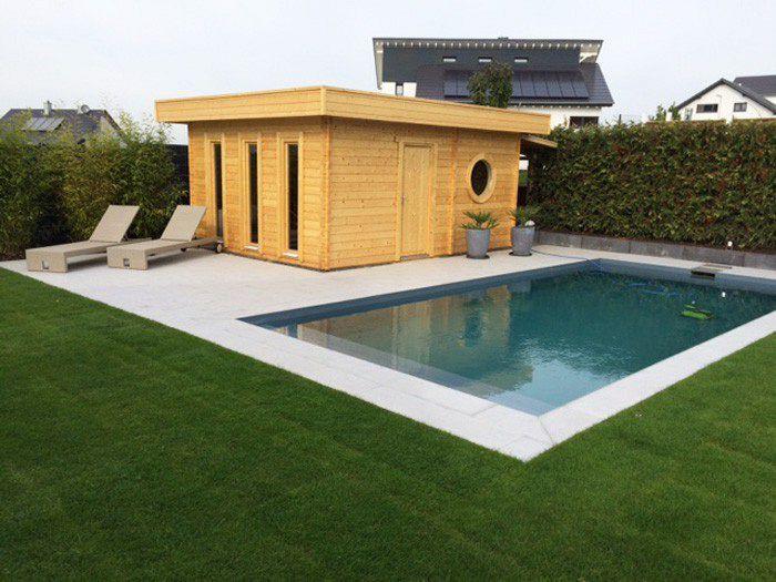 Wellness-Garten mit Sauna und Swimmingpool