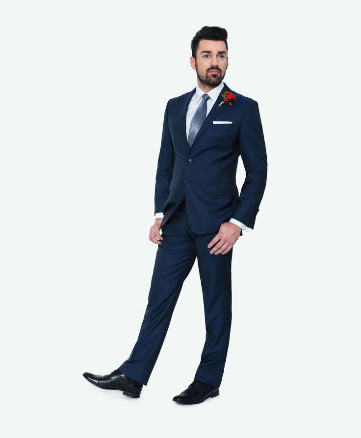 Kolekcja ślubna Giacomo Conti: niebieski garnitur na ślub z delkatnym połyskiem (60% wełna, 40% jedwab, model Marco 2 E14/16B) #giacomoconti