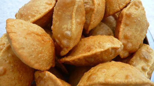robię papad indyjskie chlebki wersja smażona na oleju kokosowym papadum z mąki z ciecierzycy indyjskie bezglutenowe gluten free niskie IG indeks glikemiczny