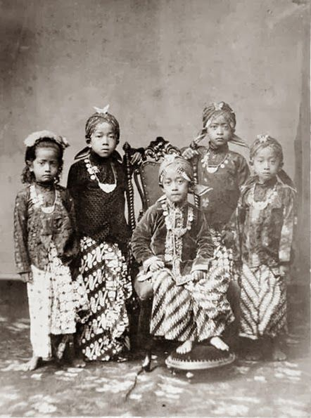 old-indische: Princes and princesses in the Kraton Yogyakarta ~ 1870