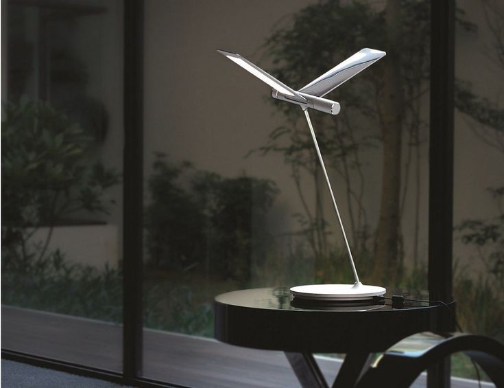Let your workflow soar with the Seagull LED Desk Lamp by QisDesign. Taking up just a 9-inch diameter on your desk, this lamp uses environmentally friendly LED lights to make the wings illuminate.
