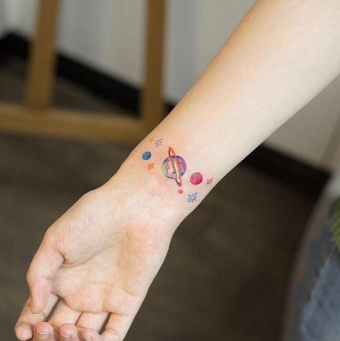 Les 25 meilleures id es de la cat gorie plan tes tatouages sur pinterest tatouages espace - Tatouage systeme solaire ...