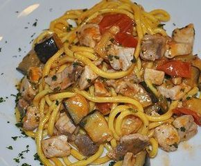 Ricetta per Spaghetti con pesce spada e melanzane. Gli ingredienti, la preparazione e le operazioni da seguire in cucina