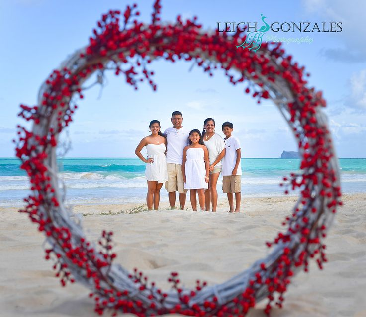 Leigh Gonzales Photography | Family Beach Photographer | Oahu Hawaii |Mele Kalikimaka Photo Session | Christmas Photo Session | PORTFOLIO