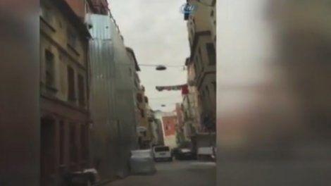 Spectaculaire effondrement d'immeuble au coeur d'Istanbul sur Orange Actualités