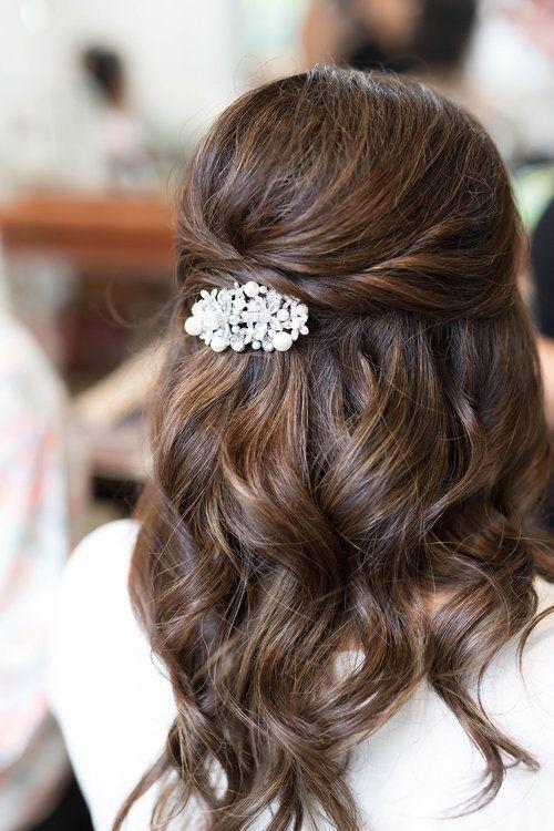 Hochzeitsfrisuren halb hoch halb runter, mit Schleier, mit Blumen Brauthaar, lange …   – Wedding