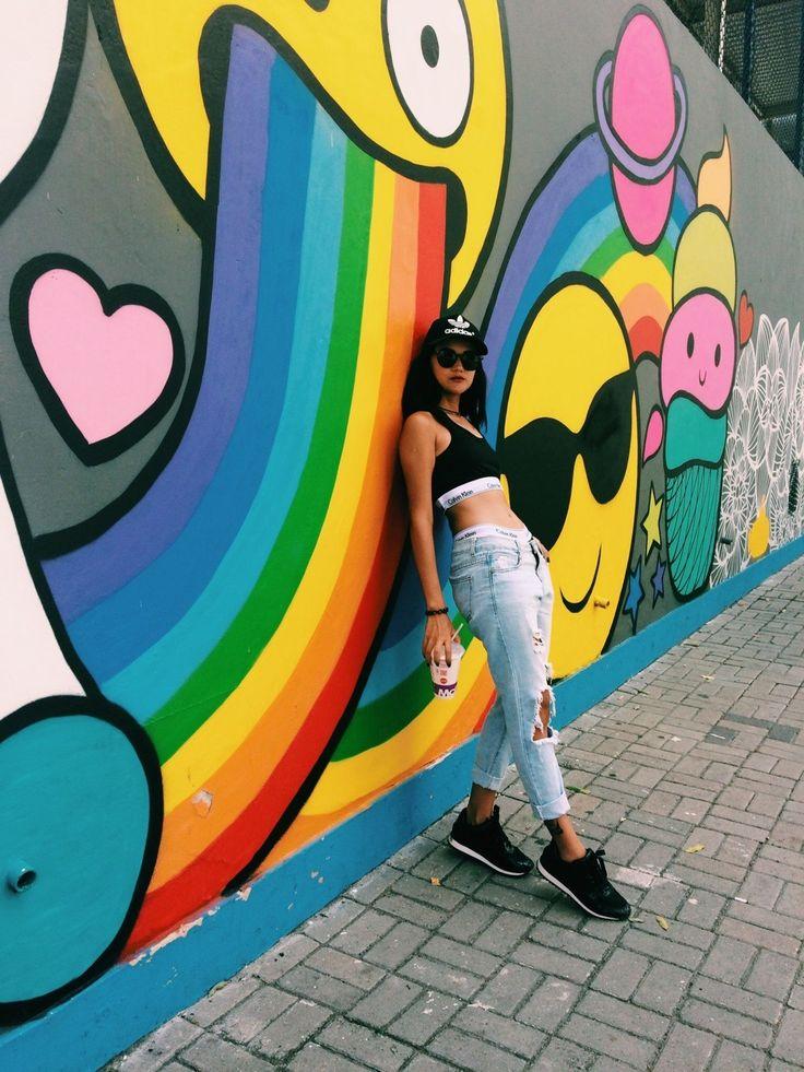 PRECISAMOS FALAR SOBRE A ARTE NO RIO DE JANEIRO.  Praça Mauá e sua arte viva exposta nos muros em forma de grafites, imagens, fotos... ...