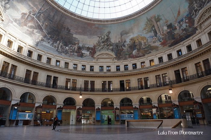 L'intérieur de la Bourse du Commerce dans le quartier des Halles