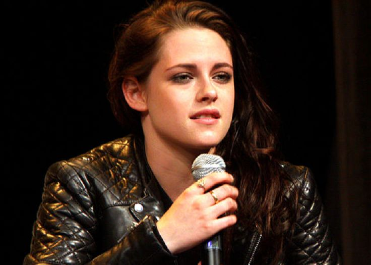 Kristen Stewart Latest News: Actress Admits She Is in Love with Jesse Eisenberg amid Dating Rumors? - http://www.hofmag.com/kristen-stewart-latest-news-actress-admits-love-jesse-eisenberg-amid-dating-rumors/171958