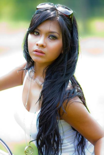 Biodata dan Foto Putri Angraeni