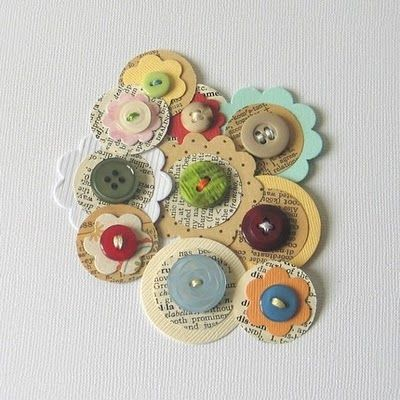 Great way to use buttons.: Vintage Paper, Buttons Crafts, Buttons Buttons, Flower Button, Scrapbook Paper Flower, Buttons Flower, Buttons Embellishments, Cards, Papercraft Embellishments