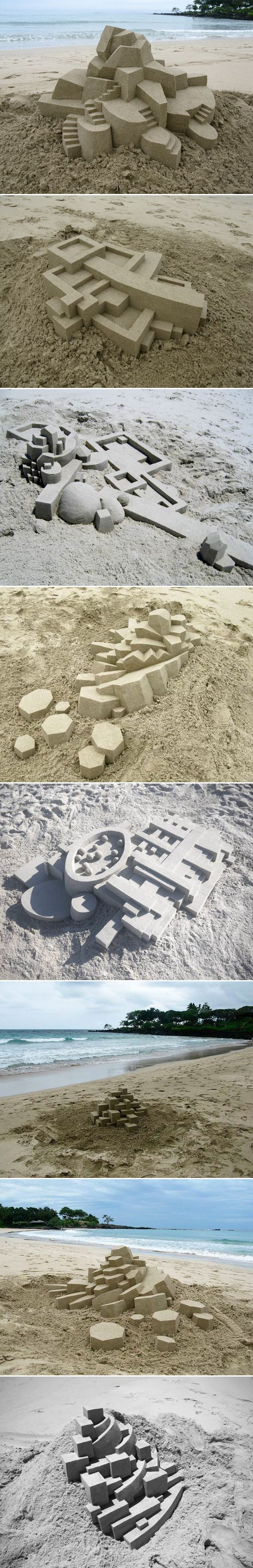 Châteaux de sable géométriques de Calvin Seibert // Avec l'hiver qui pointe son nez et les températures qui baissent, la plage n'a pas autant d'attrait que durant l'été, sauf pour l'artiste Calvin Seibert.  Ses créations éphémères sont à mi-chemin entre l'architecture et la sculpture, une vraie prouesse technique et de doigté quand on remarque la régularité des formes et le rendu final. // http://www.journal-du-design.fr/index.php/art/chateaux-de-sable-geometriques-de-calvin-seibert-27935/