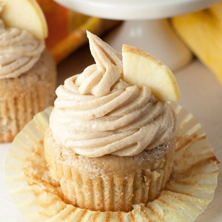 Apple Cider Cupcakes recipe with Brown Sugar Cinnamon Buttercream Frosting for a great Thanksgiving day fall dessert!