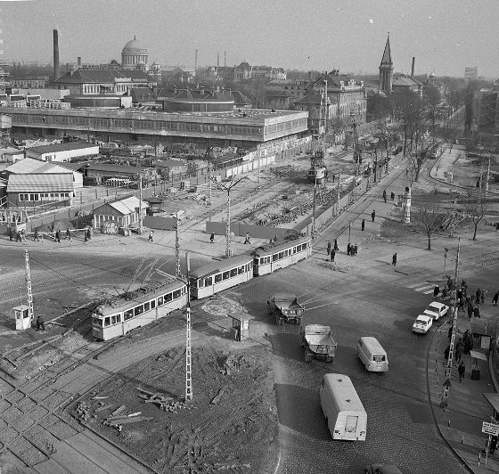 Budapest, Nagyvárad tér during the M3 project.