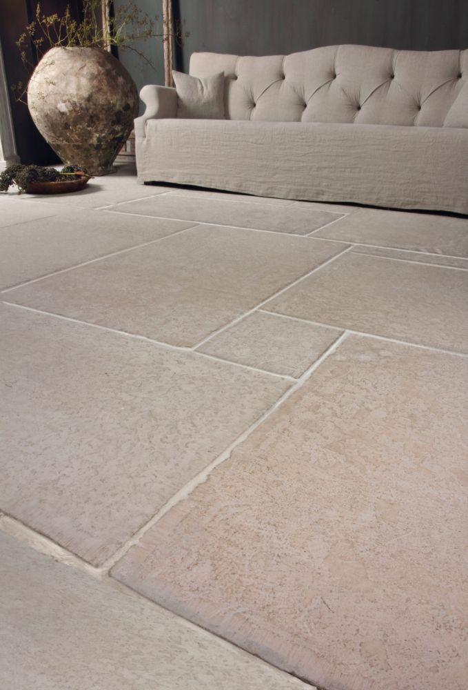 De Tegel Hilversum - CASTLE STONES Heel dunne tegels voor de vloer in het wasgedeelte