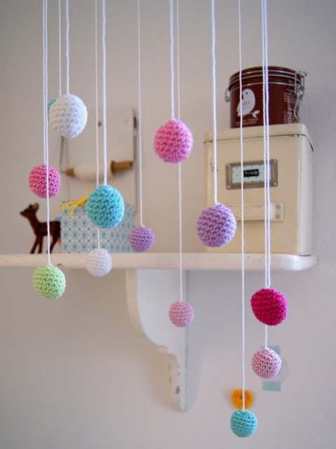 crochet mobile ... cute idea http://pinterest.com/gigibrazil/crochet-kids/