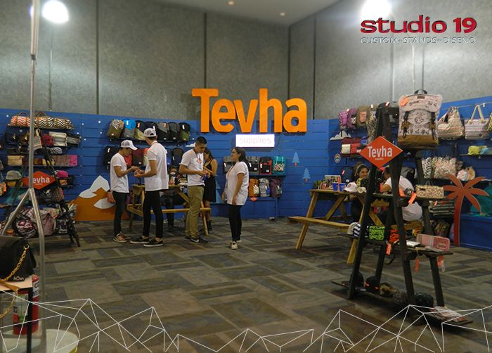 Stand tipo custum de la marca Teva. Montado en Intermoda - Chourrom Jun 2016