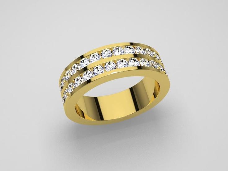 Anillo de oro amarillo con diamantes.
