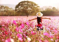 Dziewczyna, W, Kapeluszu, Drzewa, Kwiaty, Kosmea