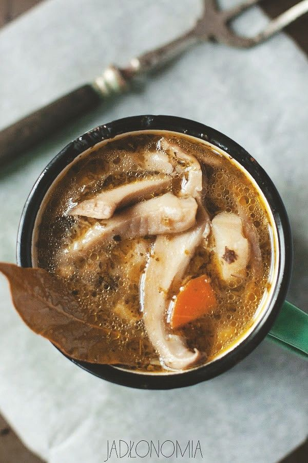 W historii kulinariów kuchenne podróbki były od zawsze na porządku dziennym. Bawiono się formą, nazwą i składnikami, aby zaszokować lub rozweselić jedzących. Tak na przykład powstała słynna zupa żółwiowa, która w rzeczywistości wyk[...]