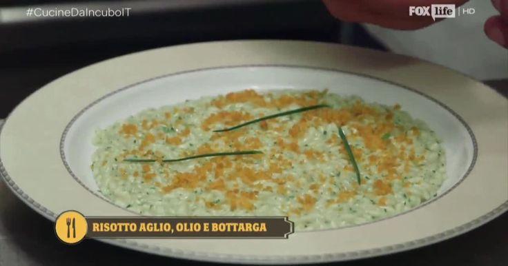 Scopri come preparare il risotto aglio, olio e bottarga, la rivisitazione di una ricetta tradizionale che pone al centro il riso e i profumi del mare