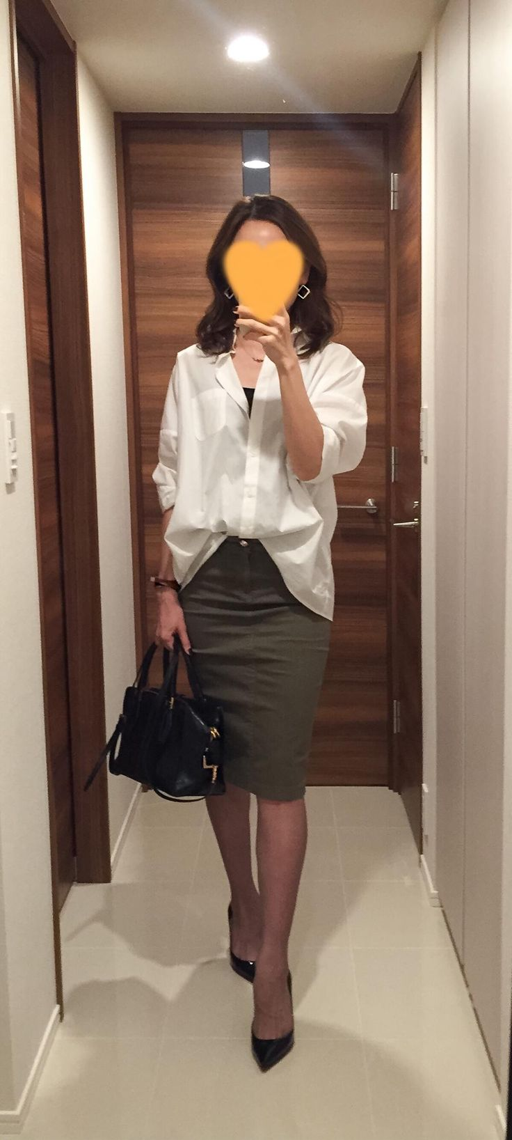 White shirt: SISLEY, Khaki skirt: Deuxieme Classe, Bag: Tod's, Pumps: Christian Loboutin