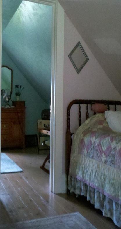 Best 25 eaves bedroom ideas on pinterest for Eaves bedroom ideas